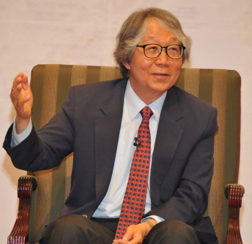 26-prof-tommy-koh-acknowledging-the-diplomatic-corps-during-the-colloquium
